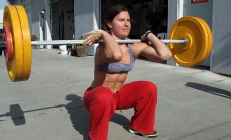 Crossfit-girl-front-squat-460x280